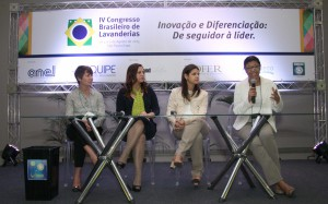 Painel - Anaíra Costa Mariniello - Water Clean -  Adriana Maganhotto - Novozymes e Ângela Lothammer - LavPaty - Consulado da Mulher